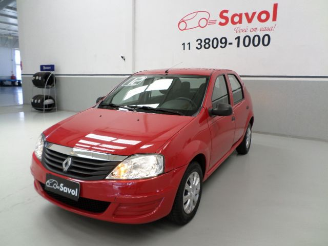 Renault Logan Authentique 1.0 16V Hi-Flex Vermelho 2012}