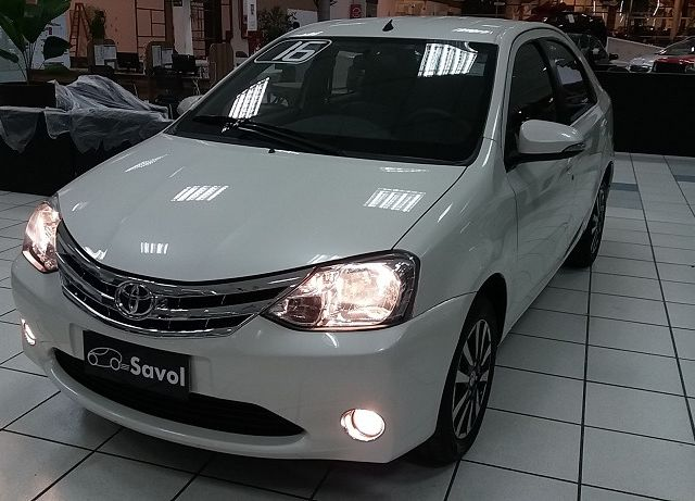 Toyota Etios Sedan Platinum 1.5 16V Flex Branco 2016}