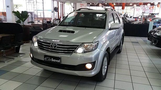 Toyota Sw4 SRV 4X4 7 Lugares 3.0 Turbo Intercooler 16V Prata 2014}