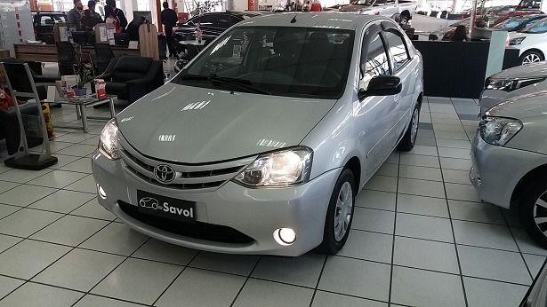 Toyota Etios Sedan XS 1.5 16V Flex Prata 2013}