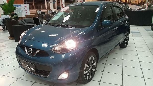 Nissan March SL 1.6 16V Flex Azul 2015}