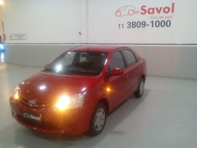 Toyota Etios Sedan XS-MT 1.5 16V Flex Vermelho 2013}