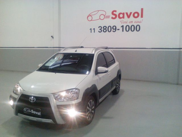Toyota Etios Cross-MT 1.5 16V Flex Branco 2016}