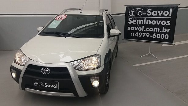 Toyota Etios Cross 1.5 16V DOHC Flex Branco 2015}