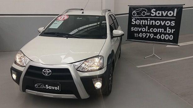 Toyota Etios Cross 1.5 16V DOHC Flex Branco 2015}