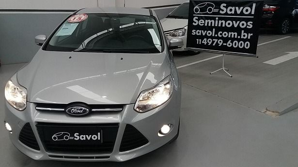 Ford Focus Sedan SE 2.0 PowerShift Prata 2015}