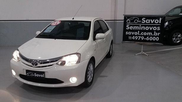 Toyota Etios Sedan XLS 1.5 16V Flex Branco 2013}