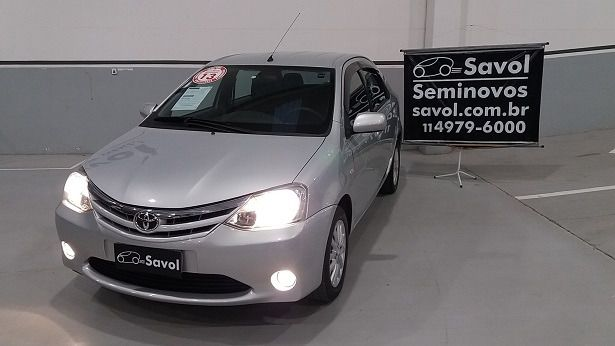 Toyota Etios Sedan XLS 1.5 16V Flex Branco 2013}