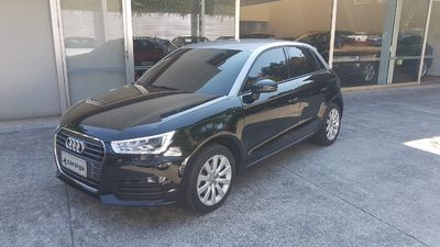 Audi A1 Sportback Attraction 1.4 TFSI S Tronic 2016}