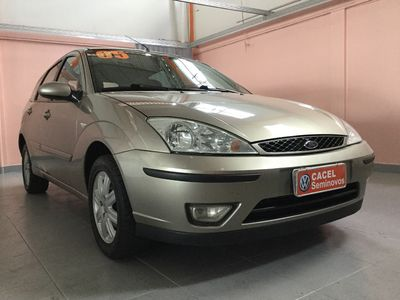 Ford Focus Hatch Ghia 2.0 16V 2005}