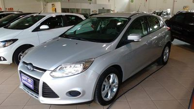 Ford Focus Hatch SE 1.6 PowerShift 2014}