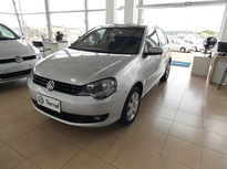Volkswagen Polo Sedan 1.6 8V (Flex) 2013}
