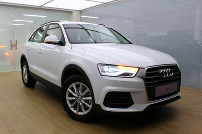 Audi Q3 Attraction 1.4 TFSI S tronic Flex 2016}