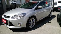 Ford Focus Hatch SE 2.0 16V PowerShift (Aut) 2015}