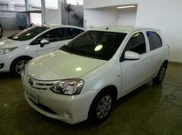 Toyota Etios Hatch X 1.3L (Flex) 2015}