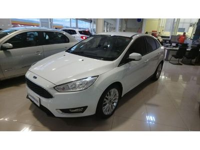 Ford Focus Sedan SE 2.0 PowerShift 2016}