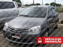 Toyota Etios Hatch X 1.3L (Flex) 2013}