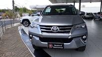 Toyota SW4 SRV 3.0 4x4 7 Lugares 2016}