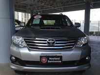 Toyota SW4 SRV 3.0 4x4 5 Lugares 2015}