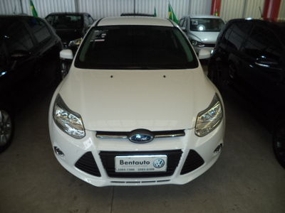 Ford Focus Hatch SE 2.0 16V PowerShift (Aut) 2014}