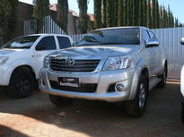 Toyota Hilux Cabine Dupla SRV A/T 2.7L 4x4 Flex 2014}